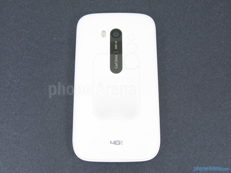 Back - Nokia Lumia 822 Review
