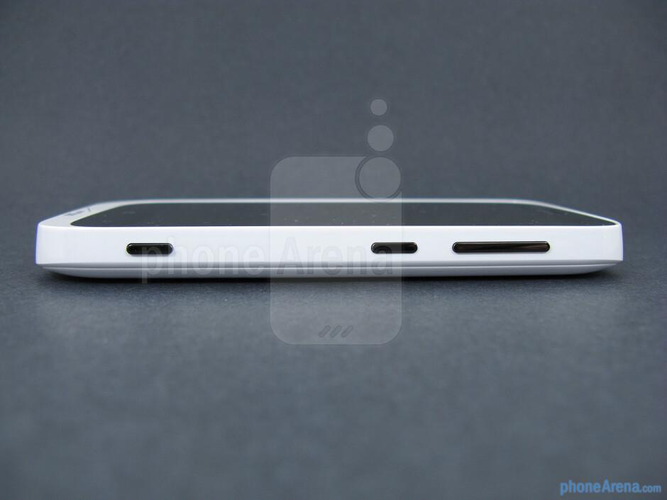 Right - The sides of the Nokia Lumia 822 - Nokia Lumia 822 Review