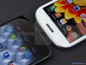Android buttons - The Google Nexus 4 (left) and the Samsung Galaxy S III (right) - Google Nexus 4 vs Samsung Galaxy S III