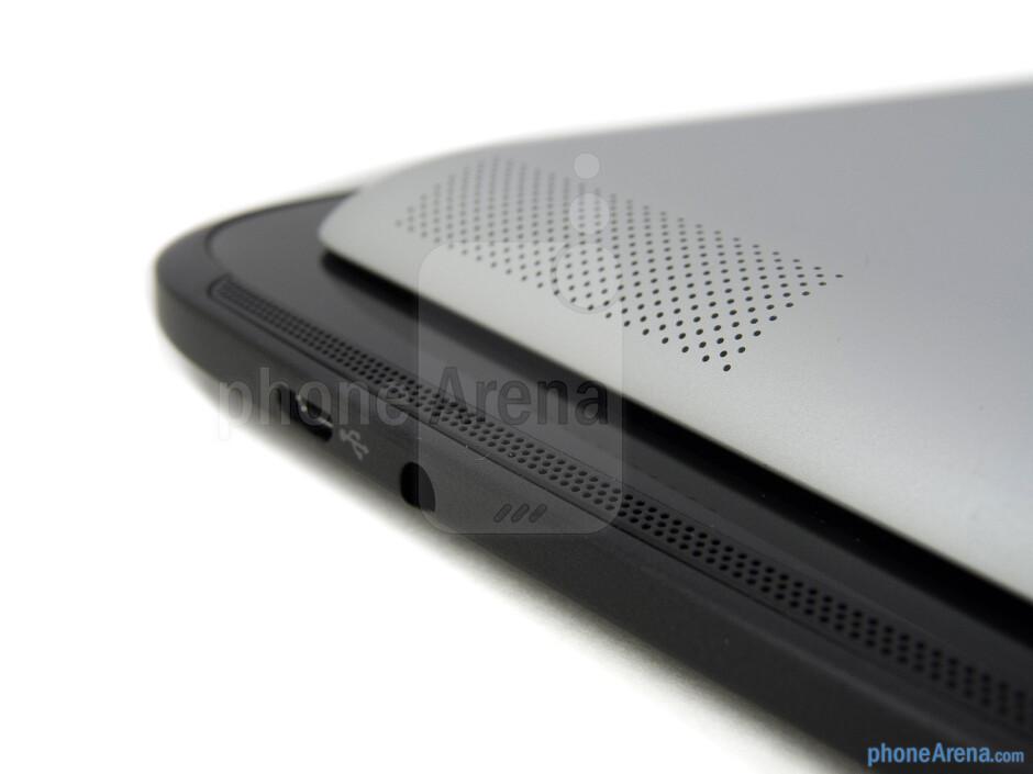 Speakers - The Google Nexus 10 (bottom, left) and the Apple iPad 4 (top, right) - Google Nexus 10 vs Apple iPad 4