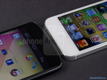 OS buttons - The Google Nexus 4 (left) and the Apple iPhone 5 (right) - Google Nexus 4 vs Apple iPhone 5