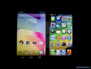 Viewing angles - Color productionThe Google Nexus 4 (left) and the Apple iPhone 5 (right) - Google Nexus 4 vs Apple iPhone 5