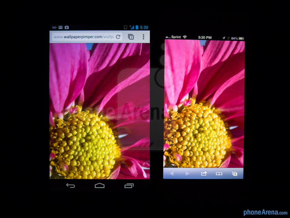 Color productionThe Google Nexus 4 (left) and the Apple iPhone 5 (right) - Google Nexus 4 vs Apple iPhone 5