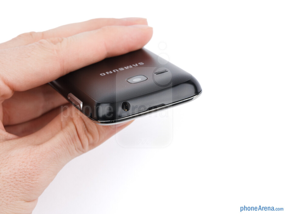 The sides of the Samsung Champ Deluxe Duos - Samsung Champ Deluxe Duos Review