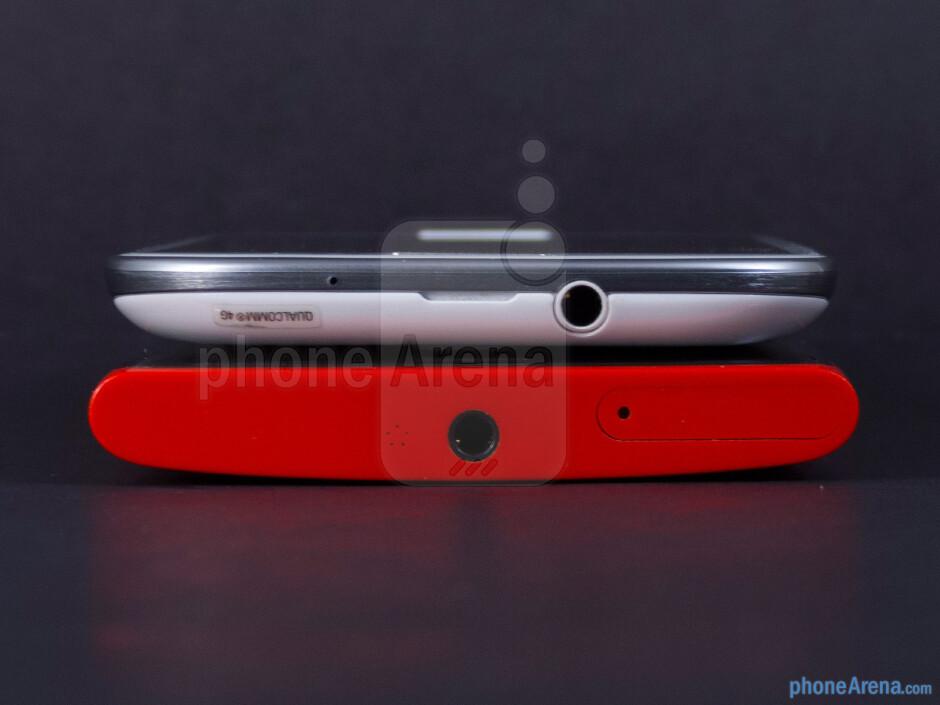 Top - The sides of the Nokia Lumia 920 (bottom) and the Samsung Galaxy S III (top) - Nokia Lumia 920 vs Samsung Galaxy S III