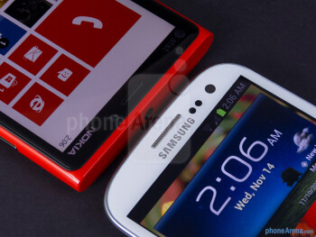 Front cameras - The Nokia Lumia 920 (left) and the Samsung Galaxy S III (right) - Nokia Lumia 920 vs Samsung Galaxy S III