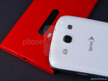 Rear cameras - The Nokia Lumia 920 (left) and the Samsung Galaxy S III (right) - Nokia Lumia 920 vs Samsung Galaxy S III