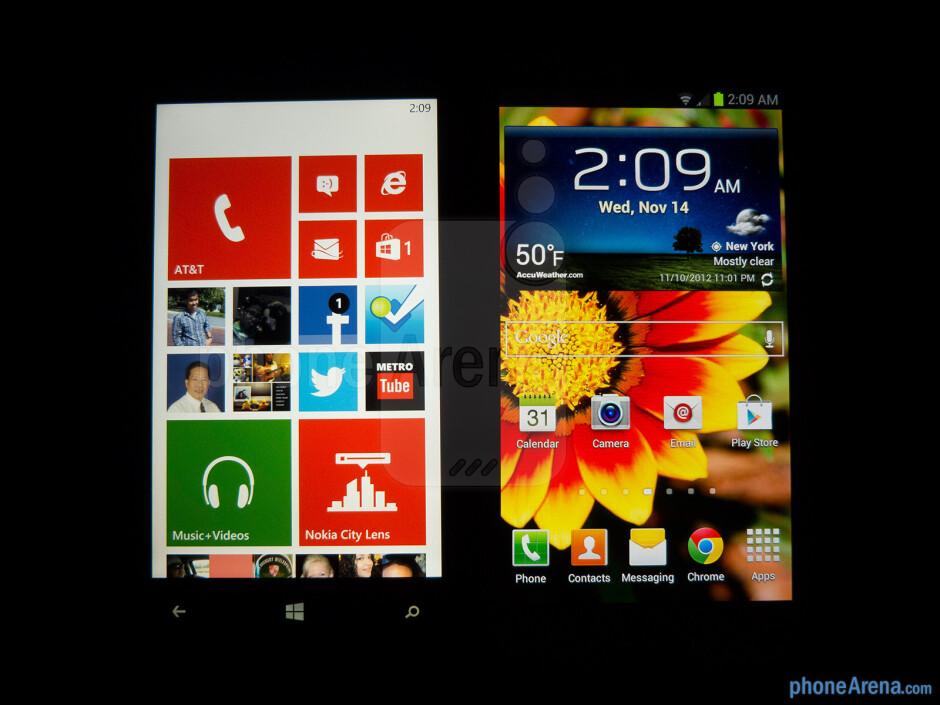 Viewing angles of the Nokia Lumia 920 (left) and the Samsung Galaxy S III (right) - Nokia Lumia 920 vs Samsung Galaxy S III