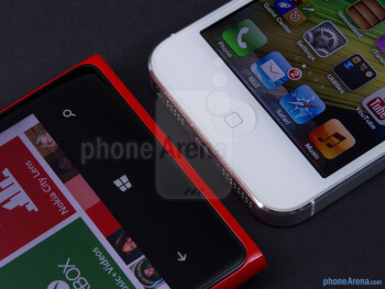 OS keys - The Nokia Lumia 920 (left) and the Apple iPhone 5 (right) - Nokia Lumia 920 vs Apple iPhone 5