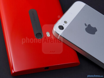 Rear cameras - The Nokia Lumia 920 (left) and the Apple iPhone 5 (right) - Nokia Lumia 920 vs Apple iPhone 5