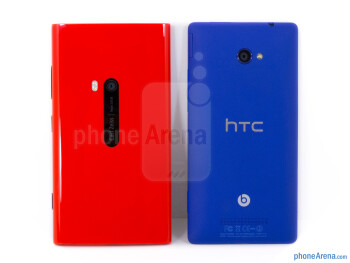 Backs - The sides of the Nokia Lumia 920 (bottom, left) and the HTC Windows Phone 8X (top, right) - Nokia Lumia 920 vs HTC Windows Phone 8X