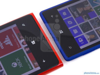 Windows Phone keys - The Nokia Lumia 920 (left) and the HTC Windows Phone 8X (right) - Nokia Lumia 920 vs HTC Windows Phone 8X