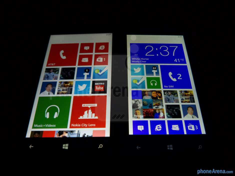 Viewing angles - Color production of the Nokia Lumia 920 (left) and the HTC Windows Phone 8X (right) - Nokia Lumia 920 vs HTC Windows Phone 8X