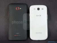 HTC-DROID-DNA-vs-Samsung-Galaxy-S-III002