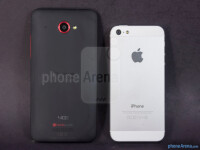 HTC-DROID-DNA-vs-Apple-iPhone-5002