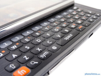 The 5-row QWERTY of the LG March - LG Mach Review