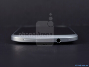 Top edge - Тhe sides of the HTC One VX - HTC One VX Review