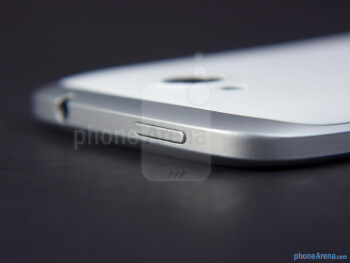 Power button - Тhe sides of the HTC One VX - HTC One VX Review