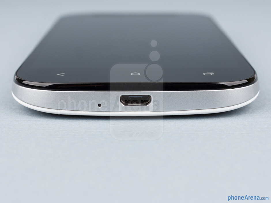 microUSB port (bottom) - HTC One SV Review
