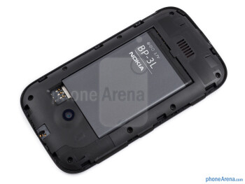 Battery compartment - The sides of the Nokia Lumia 510 - Nokia Lumia 510 Review