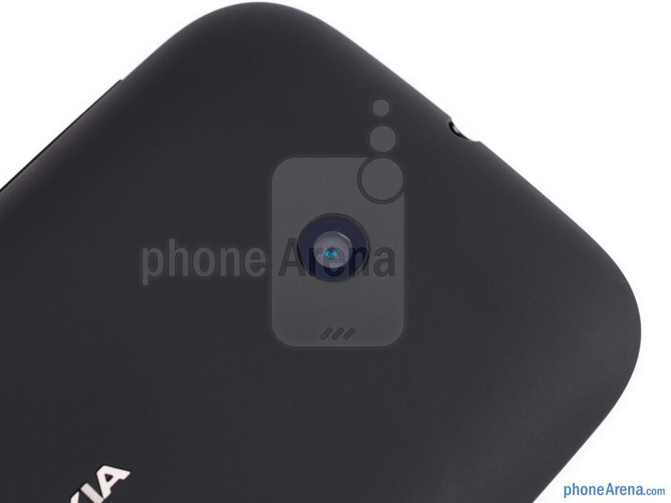 Camera - The sides of the Nokia Lumia 510 - Nokia Lumia 510 Review