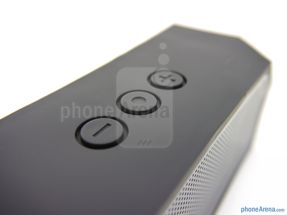 The three circular buttons (top) - The rear of the EDGE.sound - EDGE.sound Review
