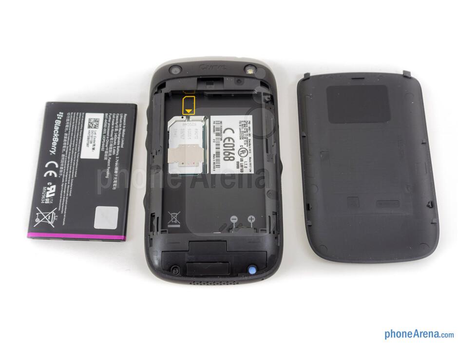 Battery compartment - RIM BlackBerry Curve 9315 Review