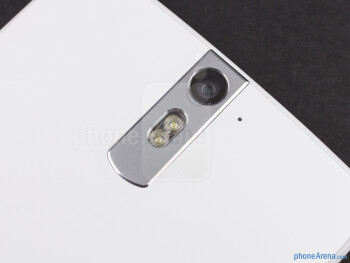 The slightly tapered back of the phone houses the 13-megapixel dual LED flash camera and the speaker - Oppo Find 5 Review