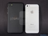 BlackBerry-Z1-vs-Apple-iPhone-5002