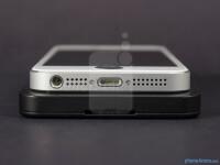 BlackBerry-Z1-vs-Apple-iPhone-5003