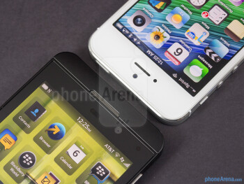 Front cameras and sensors - BlackBerry Z10 vs Apple iPhone 5