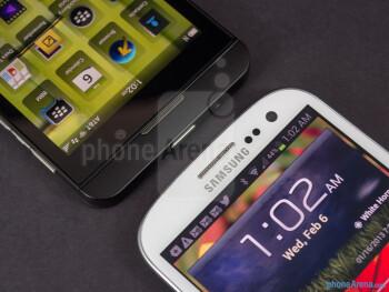 Front cameras and sensors - BlackBerry Z10 vs Samsung Galaxy S III