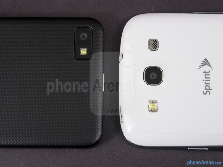 Rear cameras - The sides of the BlackBerry Z10 (top, left) and the Samsung Galaxy S III (bottom, right) - BlackBerry Z10 vs Samsung Galaxy S III
