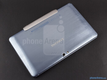 The metal hinge mechanism - Samsung ATIV Smart PC Review