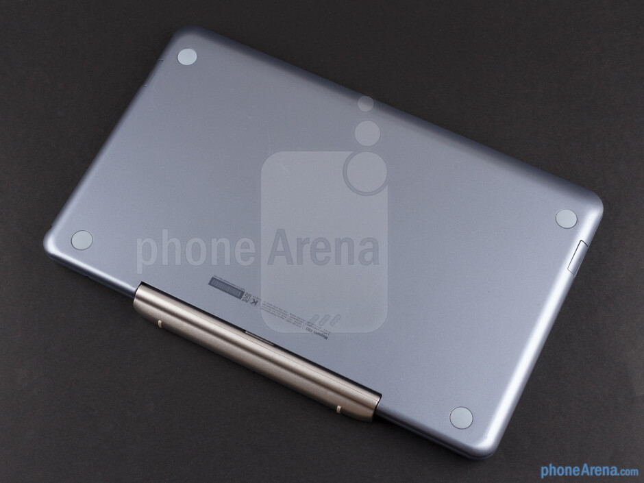 The metal hinge mechanism - Samsung ATIV Smart PC Review
