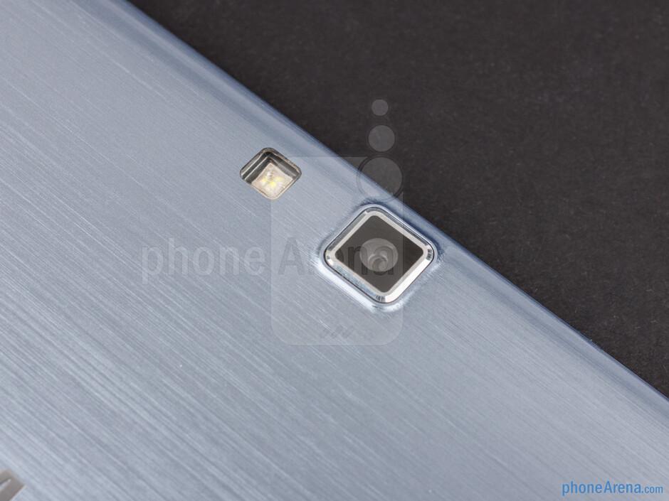 Rear camera - Samsung ATIV Smart PC Review