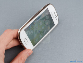 Thanks to its pebble-like shape, the Samsung Galaxy Fame is a delight to handle and operate - Samsung Galaxy Fame Preview