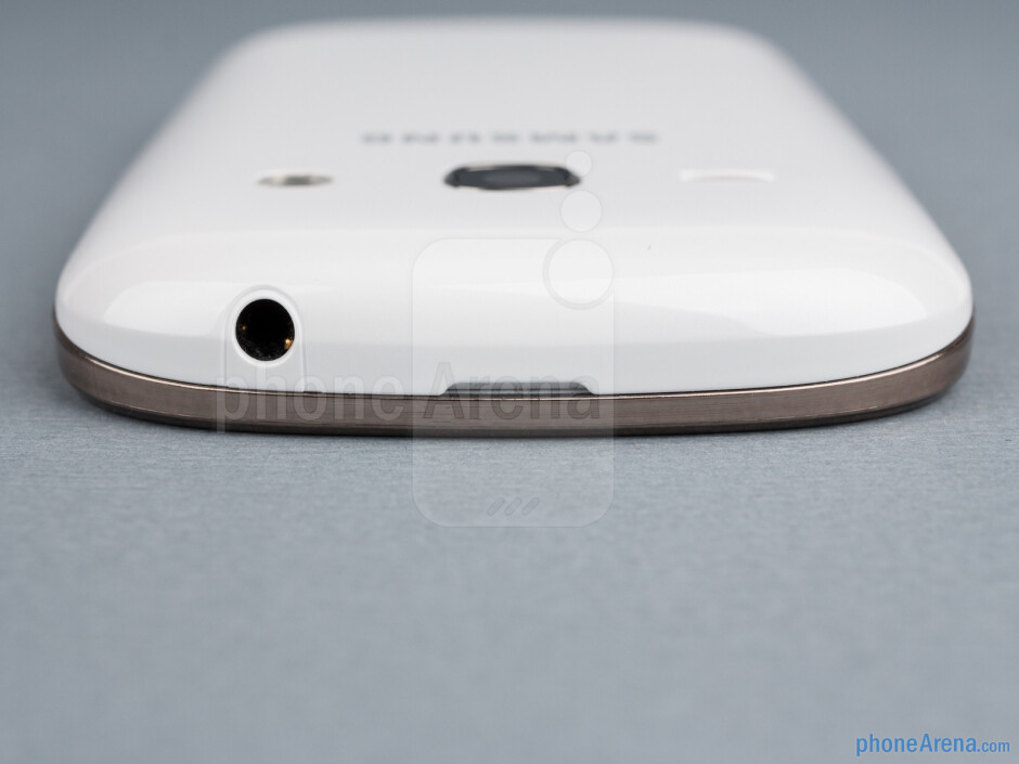 3.5mm jack (top) - The sides of the Samsung Galaxy Fame - Samsung Galaxy Fame Preview