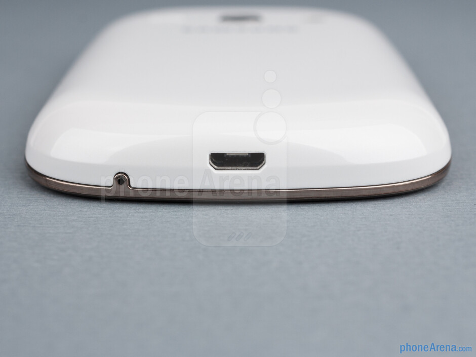 microUSB port (bottom) - The sides of the Samsung Galaxy Fame - Samsung Galaxy Fame Preview