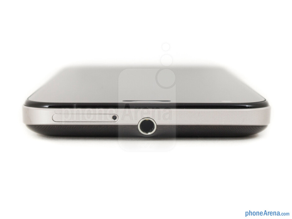 3.5mm jack (top) - The sides of the Asus Padfone 2 - Asus Padfone 2 Review