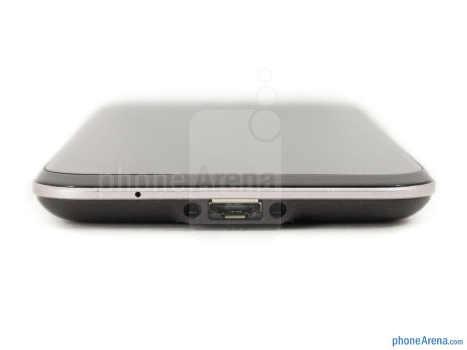 Charging port - The sides of the Asus Padfone 2 - Asus Padfone 2 Review