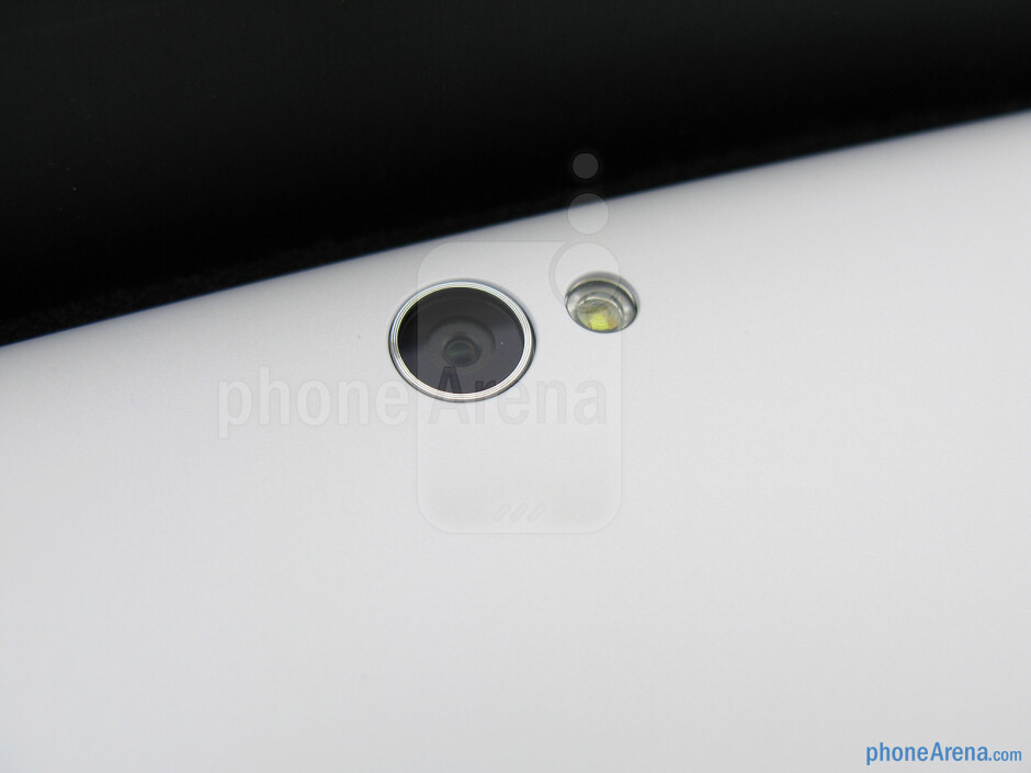 Rear camera - The sides of the Asus VivoTab Smart - Asus VivoTab Smart Review