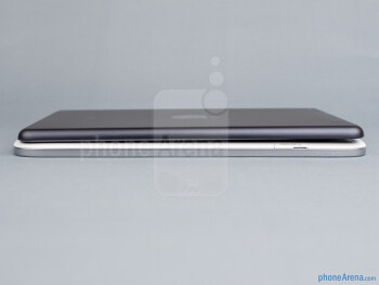 The sides of the Samsung Galaxy Note 8.0 (down, left) and the Apple iPad mini (top, right) - Samsung Galaxy Note 8.0 vs Apple iPad mini