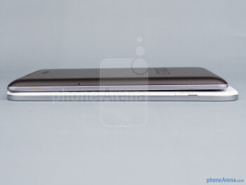 The sides of the Samsung Galaxy Note 8.0 (bottom, left) and the Google Nexus 7 (top, right) - Samsung Galaxy Note 8.0 vs Google Nexus 7