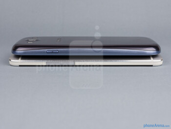 Right - The sides of the HTC One (bottom, left) and the Samsung Galaxy S III (top, right) - HTC One vs Samsung Galaxy S III