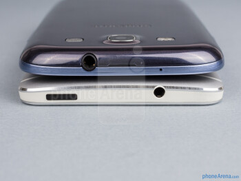 Top - The sides of the HTC One (bottom, left) and the Samsung Galaxy S III (top, right) - HTC One vs Samsung Galaxy S III
