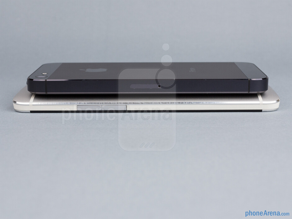 Right - The sides of the HTC One (bottom, left) and the Apple iPhone 5 (top, right) - HTC One vs Apple iPhone 5