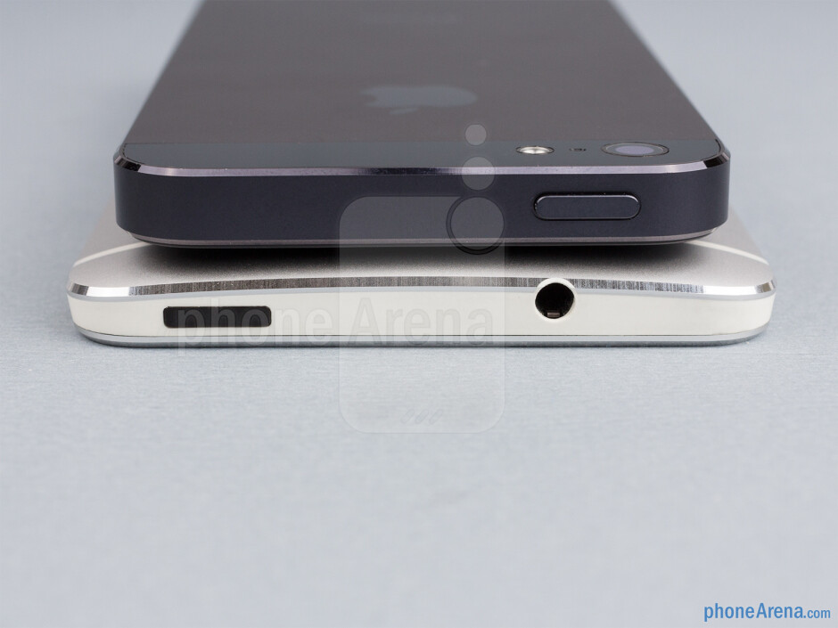 Top - The sides of the HTC One (bottom, left) and the Apple iPhone 5 (top, right) - HTC One vs Apple iPhone 5