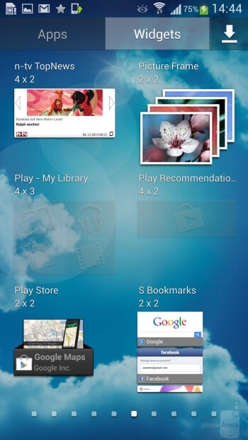 TouchWiz interface of the Samsung Galaxy S4 - Samsung Galaxy S4 Google Play Edition vs Samsung Galaxy S4
