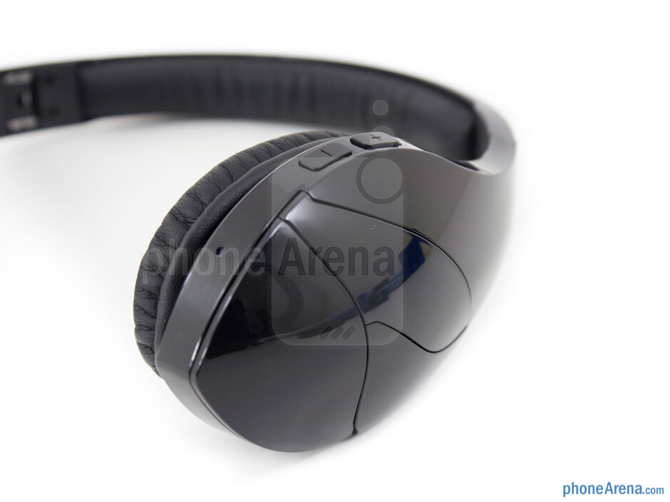 The right ear cup - Velodyne vFree Review